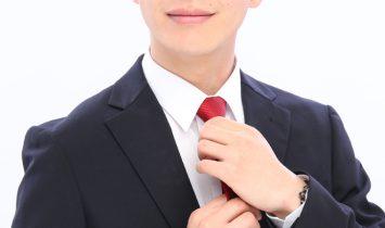 赤のネクタイがアクセント|ビジネスプロフィール写真撮影